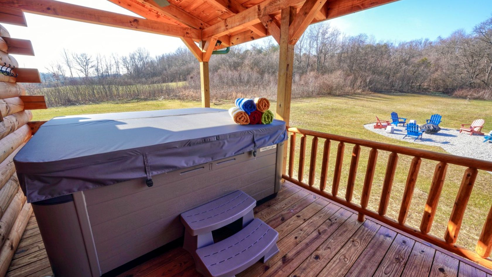 Cabin with hottub hocking hills