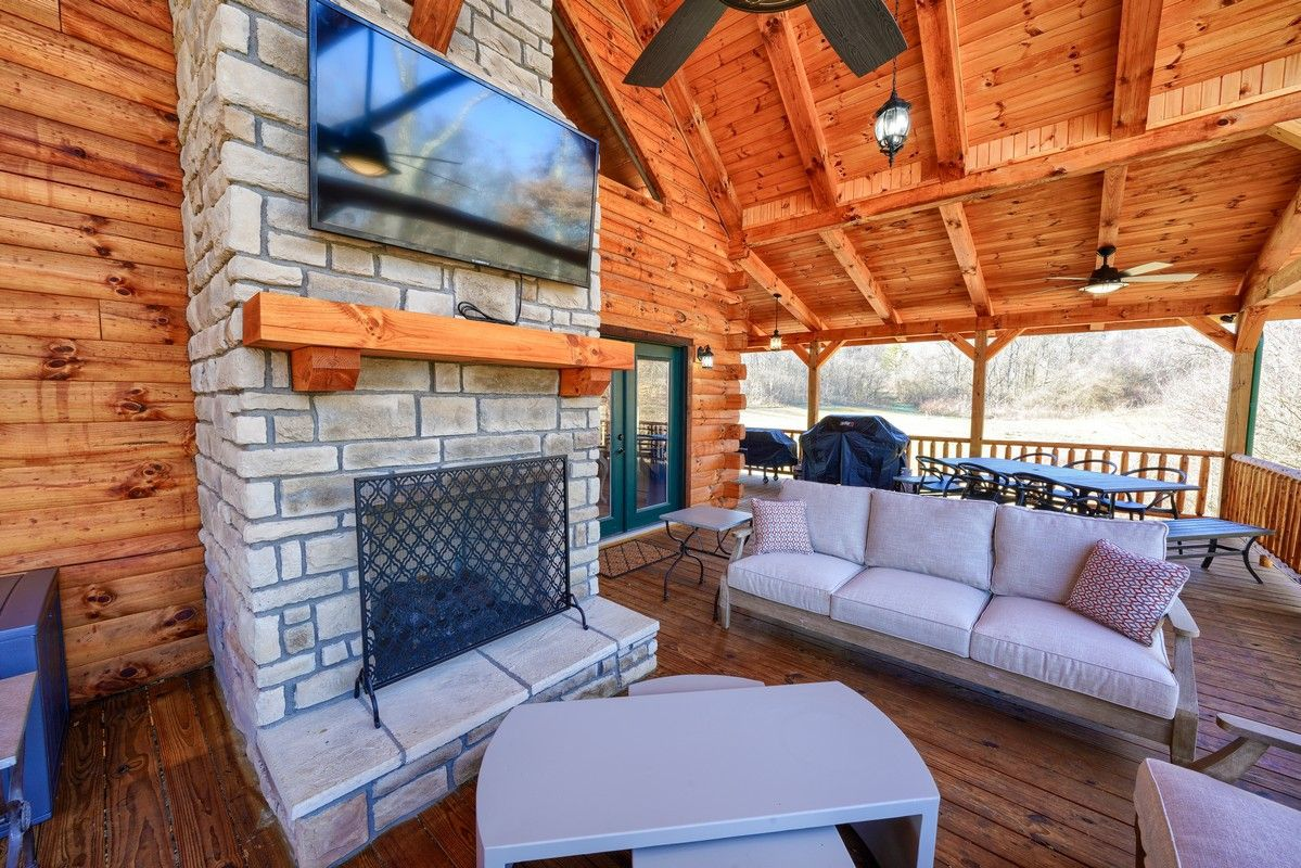 Lovely Breeze Luxury Cabin exterior fireplace